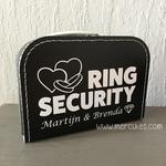 orgineel idee voor een huwelijk, kind de ringen later brengen