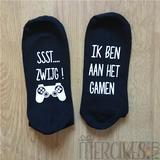 sst zwijg ik ben aan het gamen, sokken met tekst, orgineel cadeau