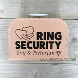 Leuk idee voor huwelijk, koffertje voor de ringen te dragen