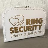 orgineel trouw idee koffertje om ringen in te vervoeren