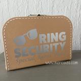 leuk idee om de ringen te brengen, ring security koffer