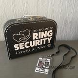 Orgineel trouwidee voor je bruiloft, ringsecurity koffer met badge van mercikes.com