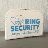 leuk idee voor de ringen bij huwelijk: ring security koffertje voor de ringdrager