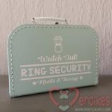 Orgineel trouwidee voor je bruiloft, ringbeveiliger koffer met namen van mercikes.com