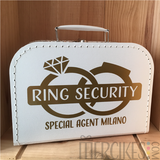 idee om ringen te laten brengen met een koffertje