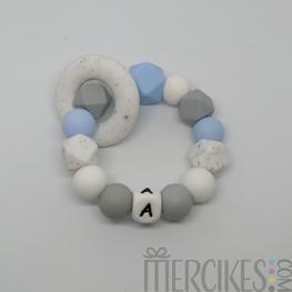 Bijtring met voorletter - Marble Lichtblauw