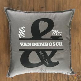 Cadeau Bruidspaar - Kussen Mr & Mrs. met Naam