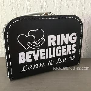 Orgineel trouwidee voor je bruiloft, ringbeveiliger koffer van mercikes.com